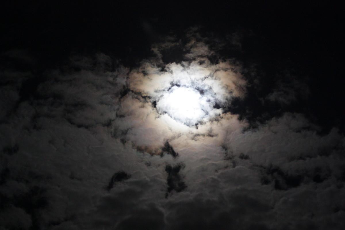 MH-Foto-Mond und Wolken am 24.12.2015 Copyright